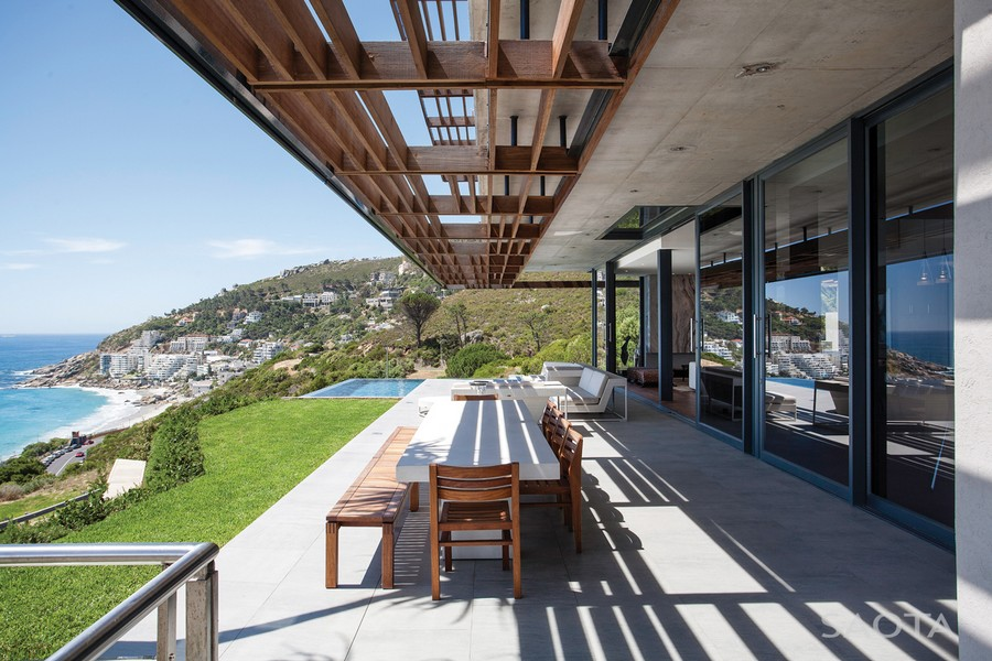 simple outdoor dinning area with expansive views