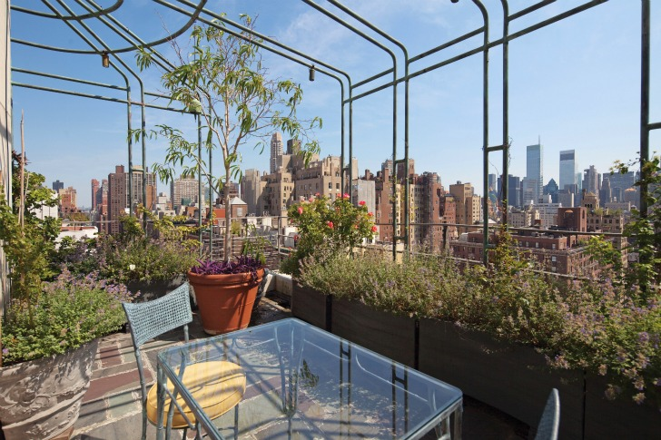 pergola designs in sky gardens One-Coffee-Table-Book-Reveals-New-York-City's-Breathtaking-Elaborate-Roftop-Gardens-Rooftop