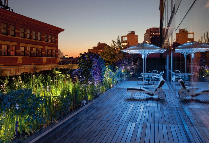 breathtaking sky garden and patio as alternative to backyard ladnscaping One-Coffee-Table-Book-Reveals-New-York-City's-Breathtaking-Elaborate-Roftop-Gardens-Rooftop